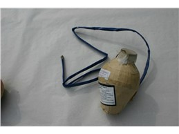 Blue Peony w. Golden Strobe w. Golden Tail:   Blue Peony w. Golden Strobe w. Golden Tail, Kugelbombe, Kaliber 100,   36